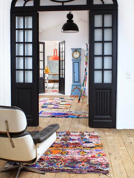 Kolorowe dywany na podłodze