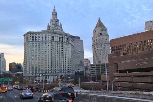 Manhattan Municipal Building is located near to Brooklyn Bridge in New York, USA