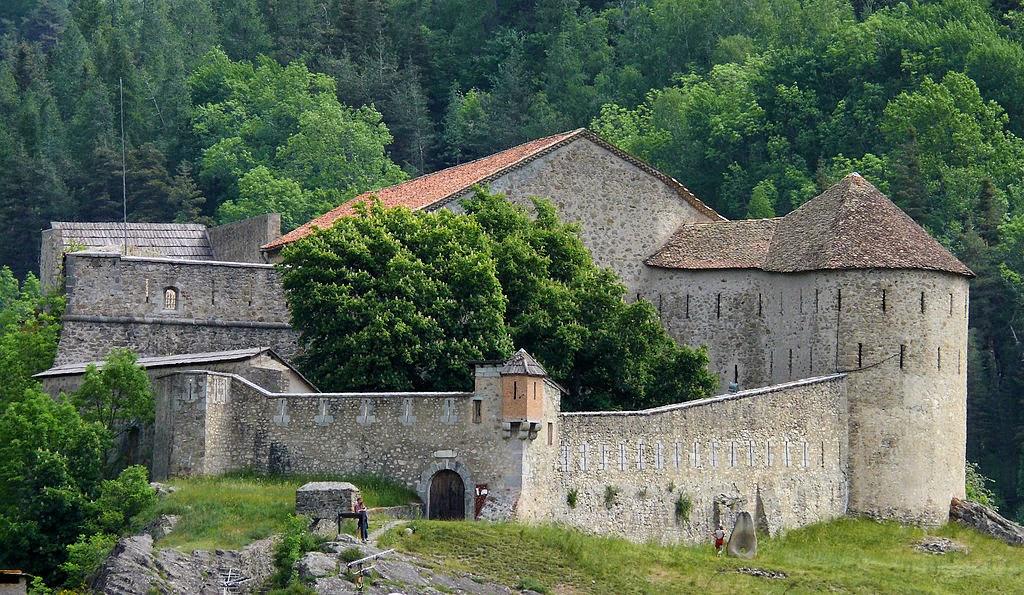 «Colmars - Fort de Savoie -2» par MOSSOT — Travail personnel. Sous licence CC BY-SA 3.0 via Wikimedia Commons - http://commons.wikimedia.org/wiki/File:Colmars_-_Fort_de_Savoie_-2.JPG#mediaviewer/File:Colmars_-_Fort_de_Savoie_-2.JPG