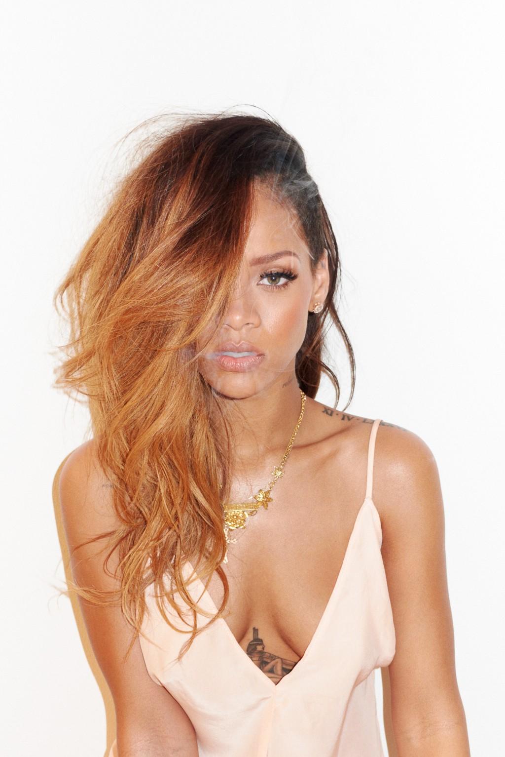 http://1.bp.blogspot.com/-6uQnwo-YcpQ/URCfuy6KHYI/AAAAAAABY8g/cLaylZ7Isn8/s1600/Rihanna-magazine-photo-shoot-20133.jpg