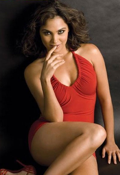 Dream Girl Lara dutta Hot bikini Pics 7 Wallpapers