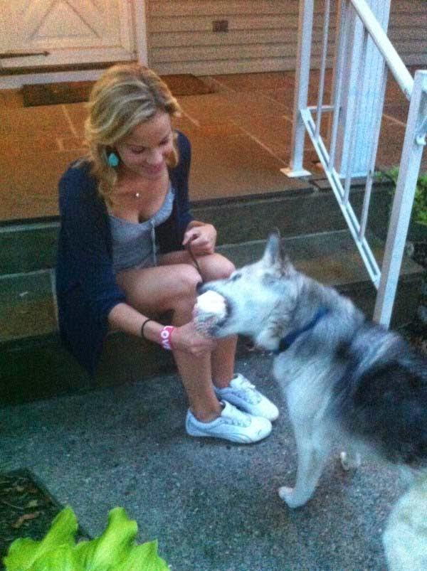 regalo de despedida a un perro antes de ser sacrificado