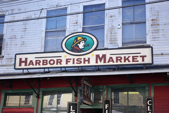 portland maine, new england fashion blogger, cobblestone streets, harbor fish market