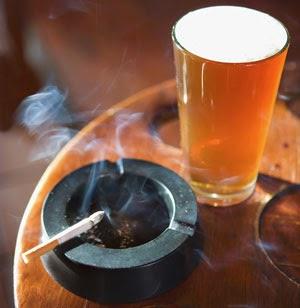 Uso de Tabaco e Álcool Pode Matar Até 20% das Bactérias da Boca