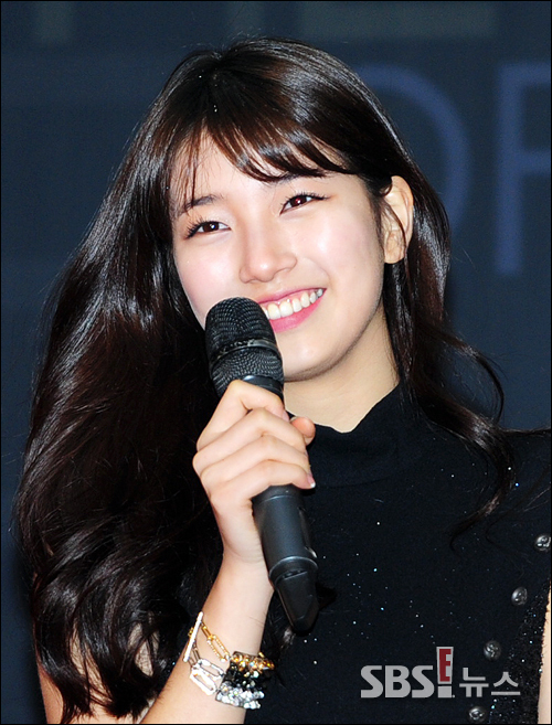 BAE SUZY The Colour of Kpop Red Carpet Photo