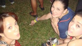Beredar Foto Syahrini dan Luna Maya Sedang Merokok