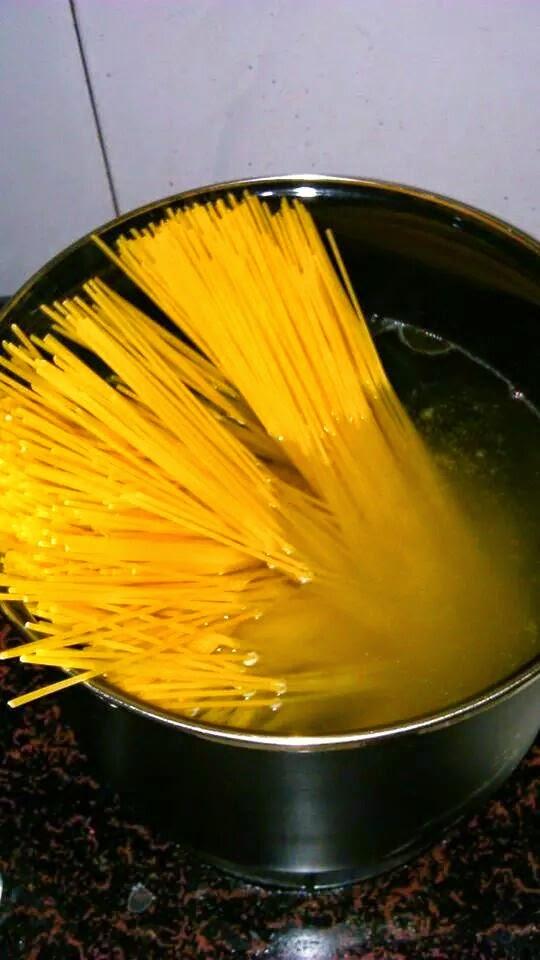 rebus spaghetti
