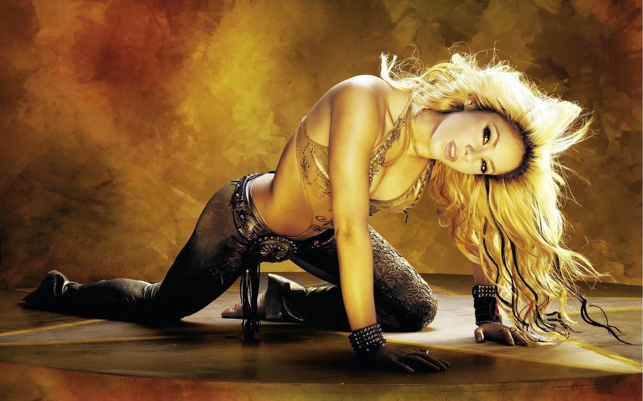 http://1.bp.blogspot.com/-6wMzr4nA8qs/T9toxuLwXxI/AAAAAAAAeM4/SQ9-8m_WlQ4/s1600/Shakira-Cat-Walk-by-hqwallpaper.in.jpg