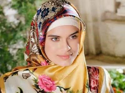 Carissa, Wanita Cantik Asal Amerika Ini Masuk Islam Karena Jilbab
