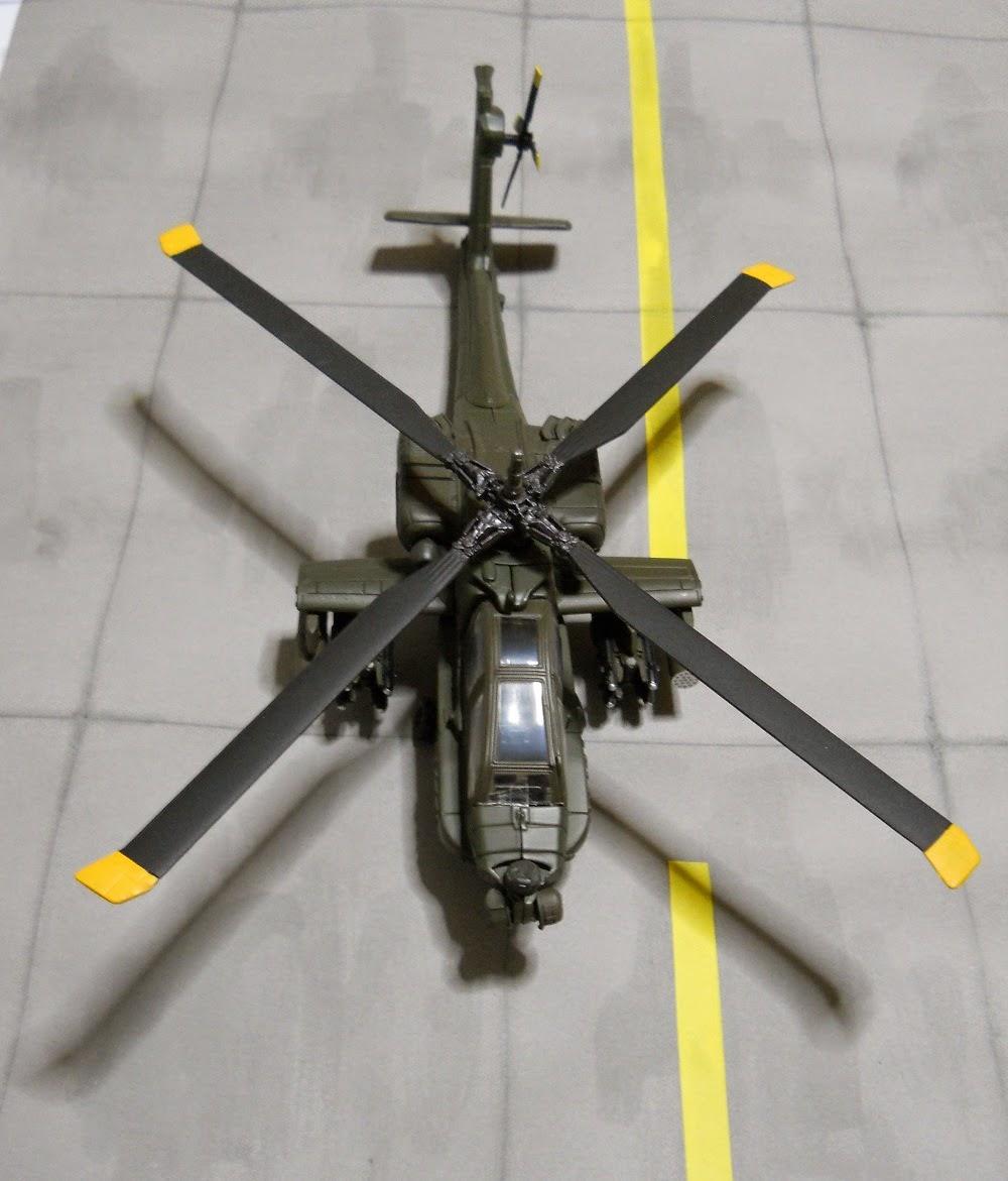 maqueta a escala 1/55 de helicoptero ah-64-apache