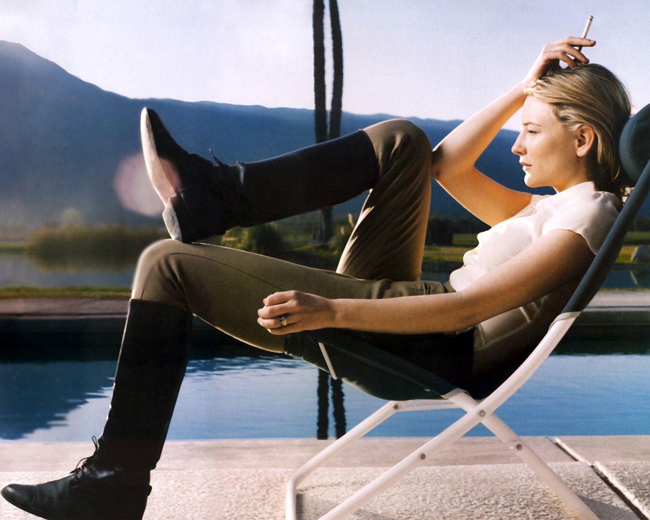http://1.bp.blogspot.com/-6wfC5ckhLP0/Tya6lD-cH9I/AAAAAAAAA0c/OTKjqnh5t6w/s1600/08.%2BCate-Blanchett-Smoking-Cigarette.jpg