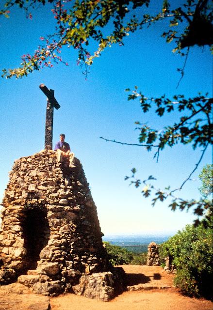 Ermitas en piedra en la Mata do Buçaco, Portugal