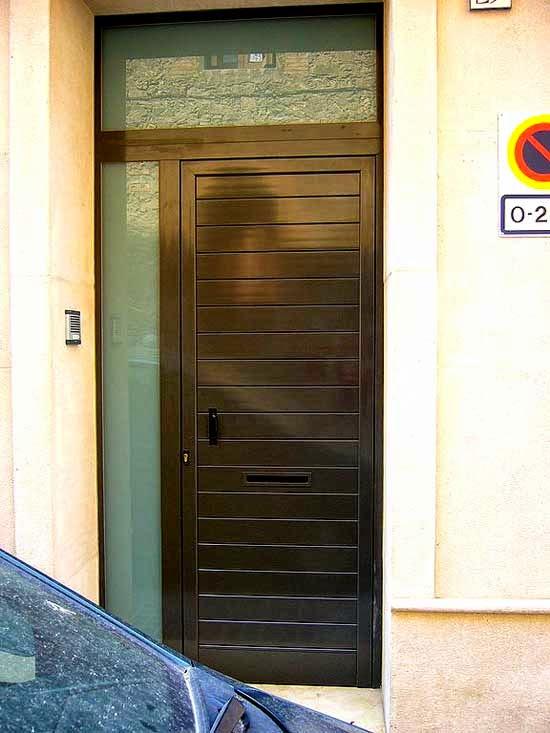 Puertas correderas puertas autom ticas puertas de garaje for Puerta entrada aluminio