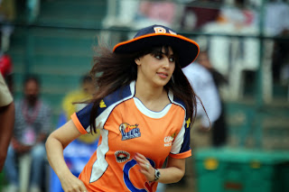 Genelia Pictures in Jeans at CCL4 004