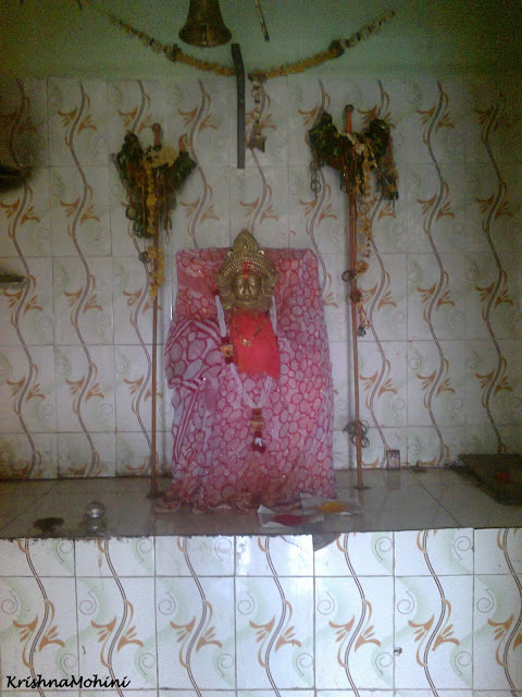 Image: Devi Maa silently protecting her children
