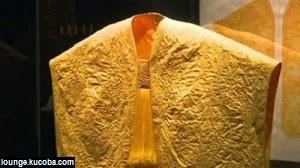 Jubah Emas Terbuat Dari Jaring Laba-Laba