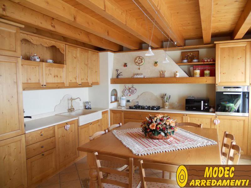 Caldo chalet di montagna questione cucina for G g arredamenti