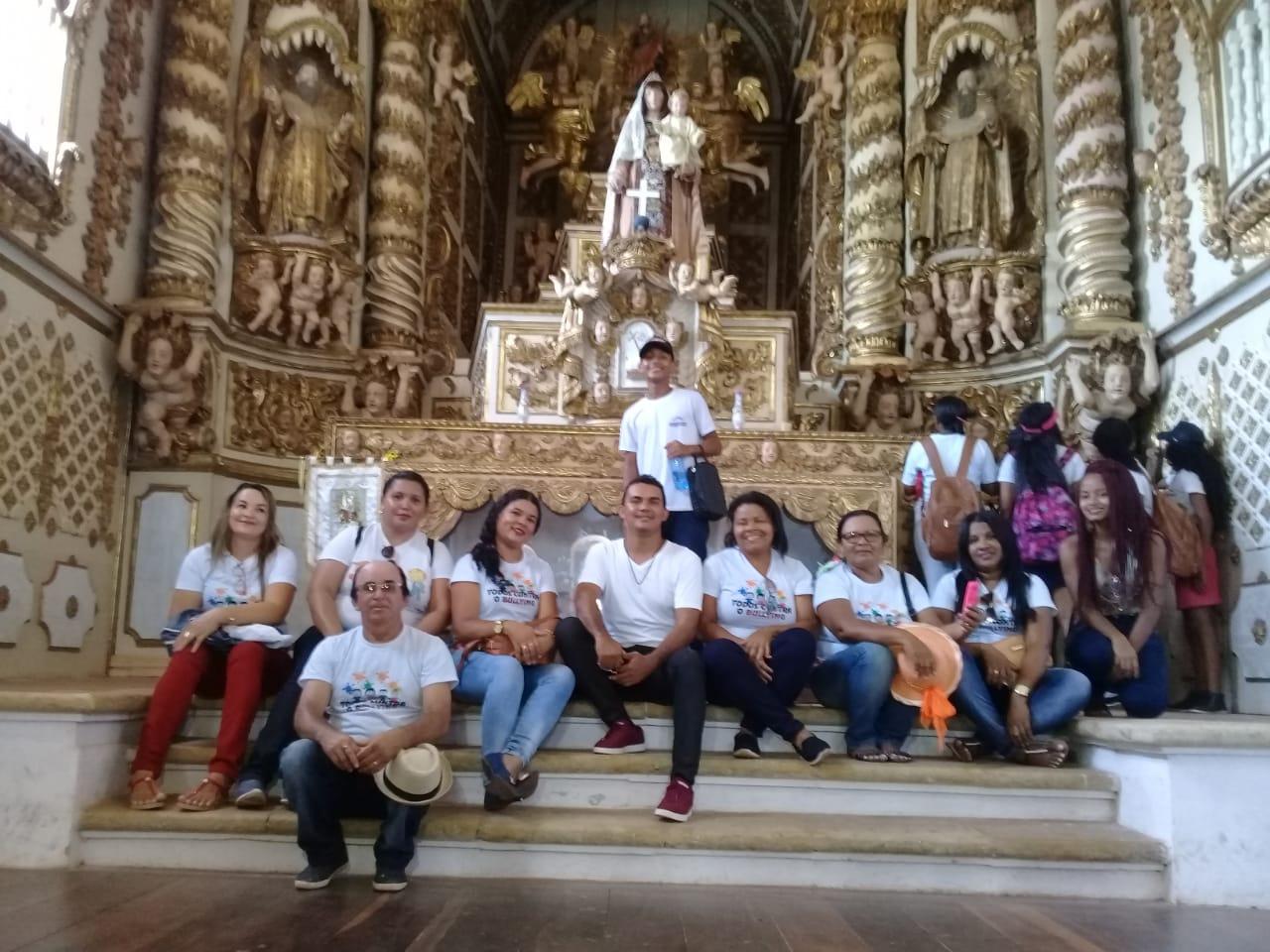 EDUCAÇÃO – Escola Municipal Pedro Lobato proporciona aos alunos passeio a pontos turísticos da cida