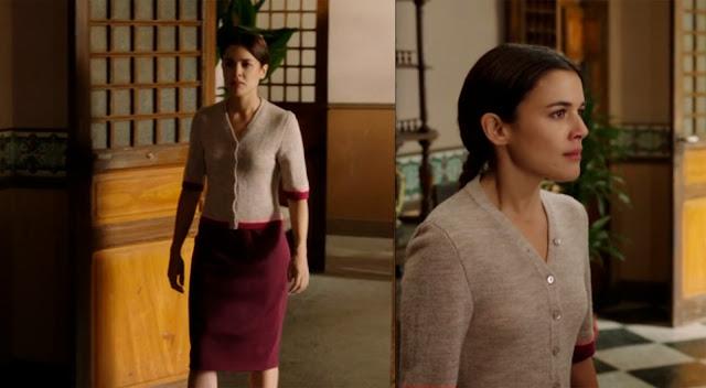 Sira Quiroga chaqueta marrón y falda granate. El tiempo entre costuras. Capítulo 2.