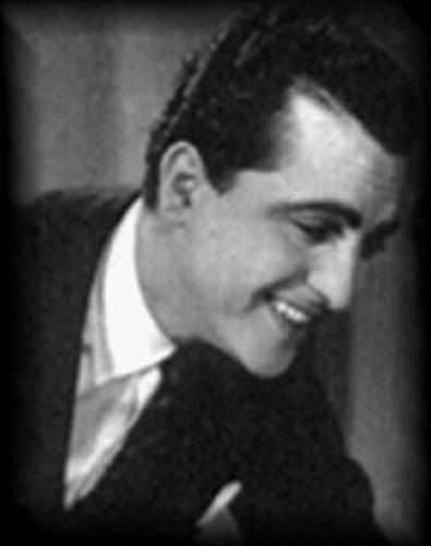 Hugo del Carril sonriendo