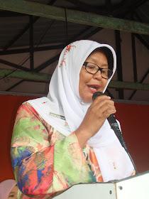 PN. NORHAYATI  JALIL,  PK 1, MEMBACA PERUTUSAN  HARI GURU 2012