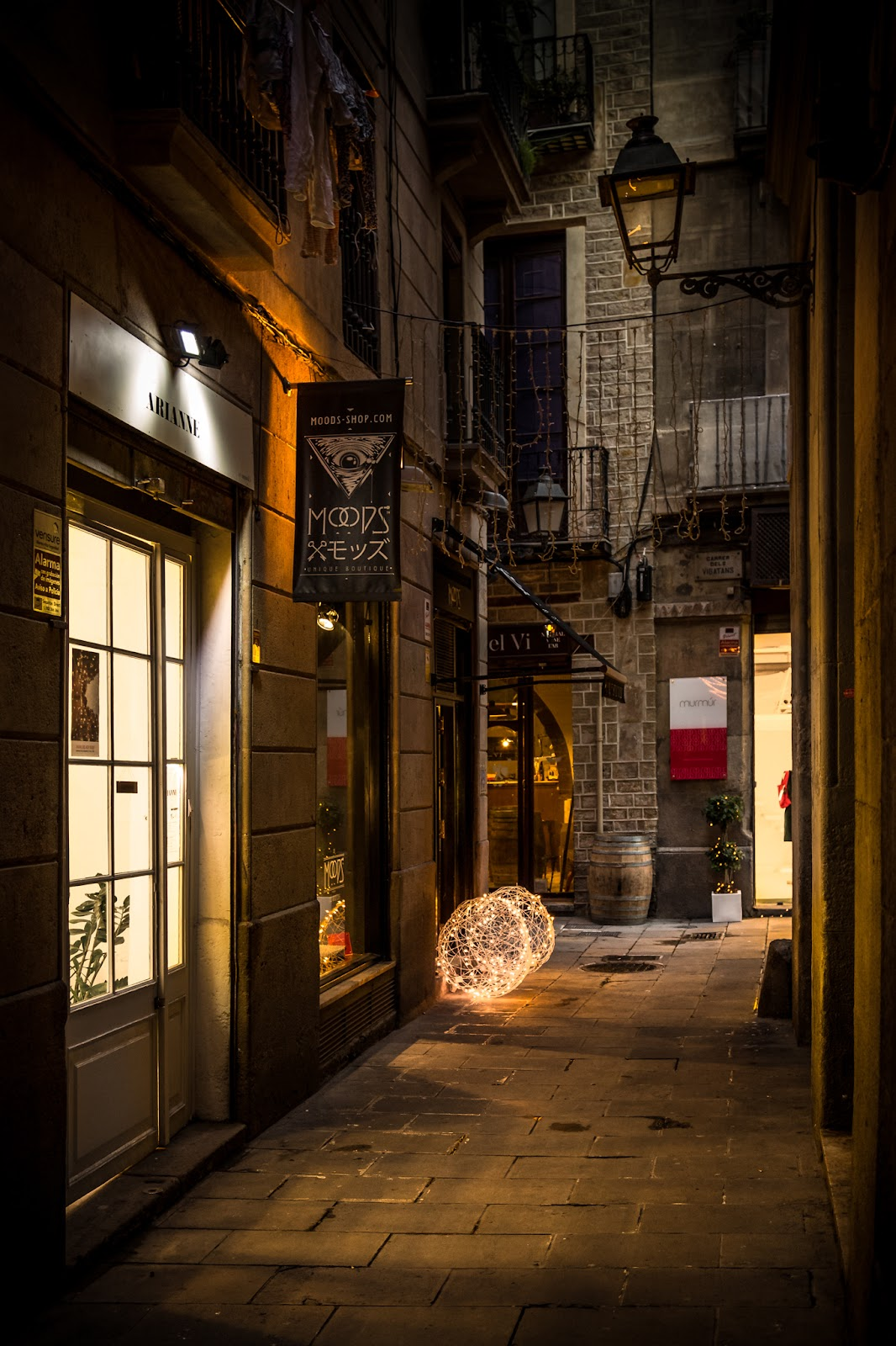 Calle Esquirol :: Canon EOS 5D MkIII | ISO1600 | Canon 24-105 @45mm | f/4.0 | 1/15s