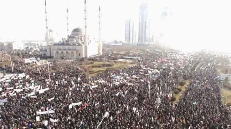 akis jutaan muslim chechnya protes hebdo