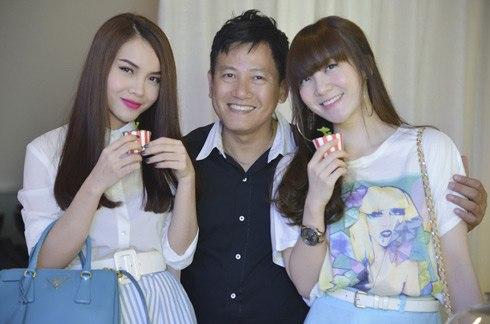 Chị em Yến Trang (trái), Yến Nhi.