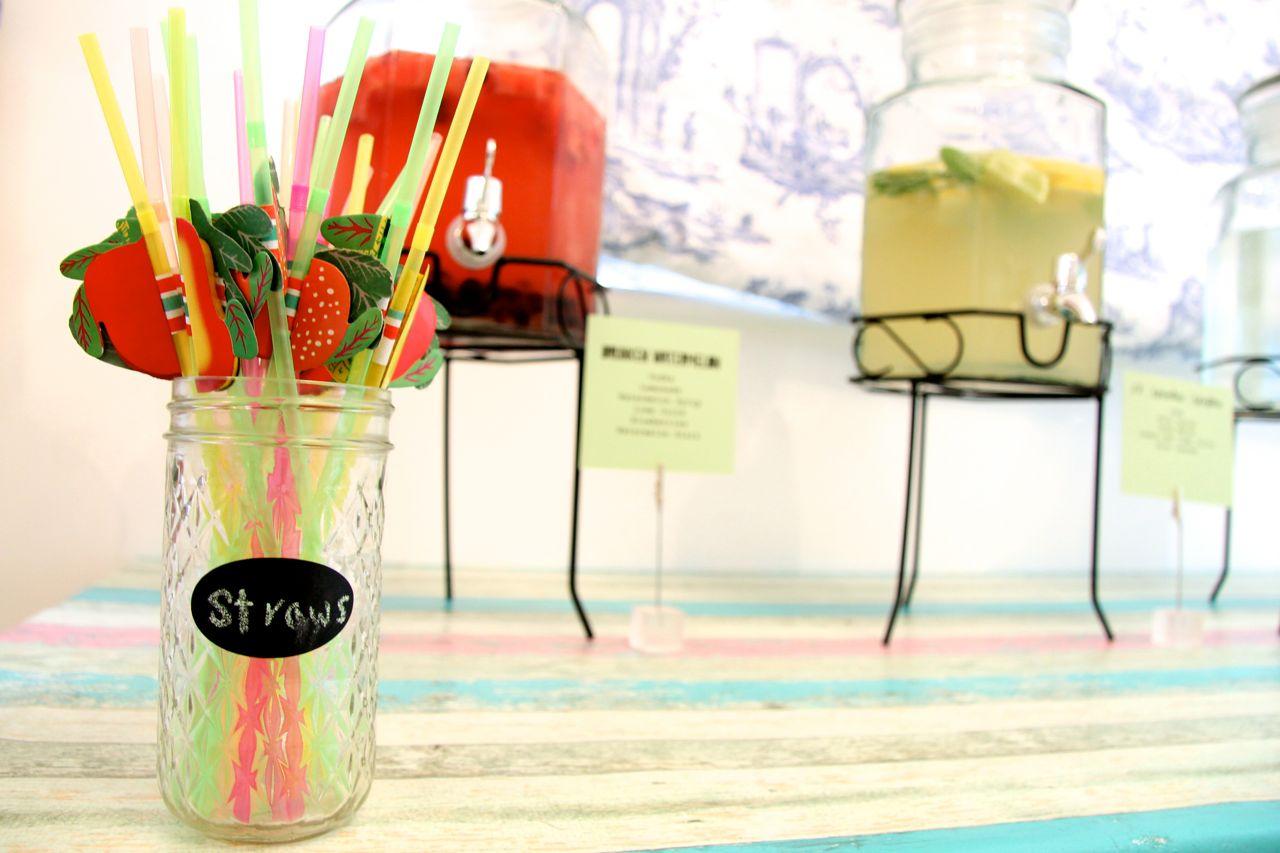 straws and mojito