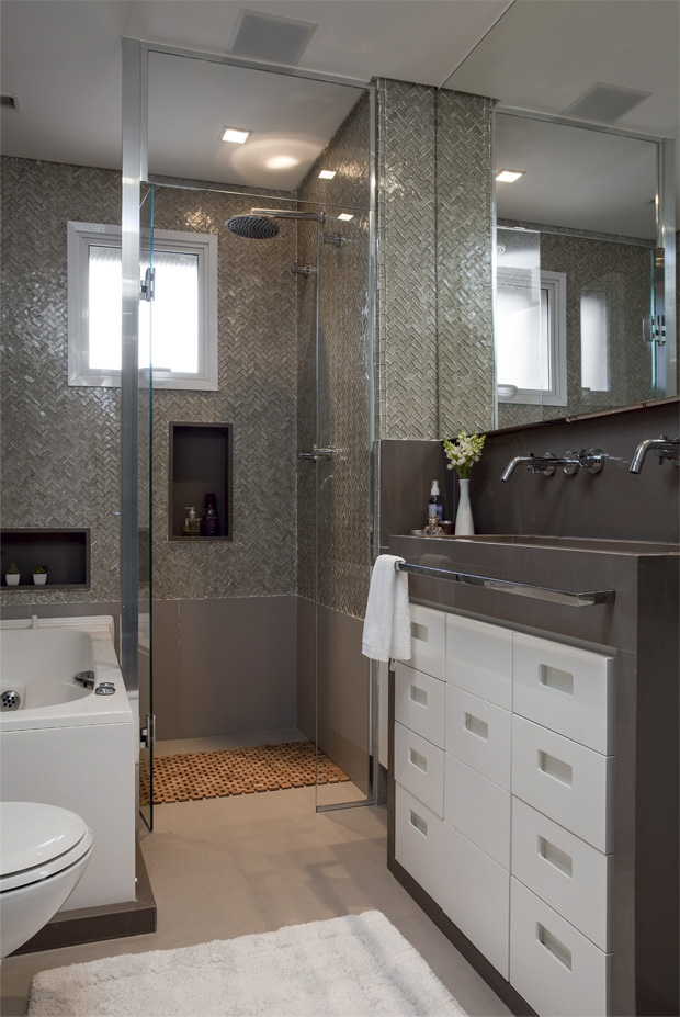 Decoraci n f cil cuartos de ba o peque os bien distribuidos for Decoracion banos pequenos con ducha