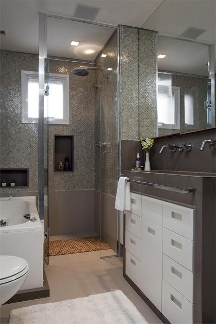 Decoraci n f cil cuartos de ba o peque os bien distribuidos for Aseos pequenos con ducha