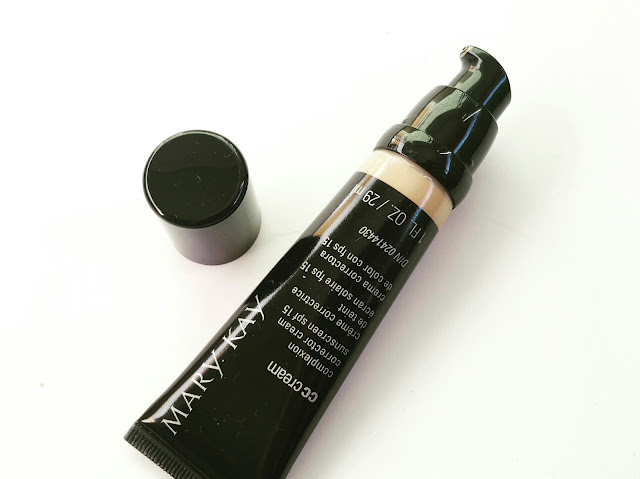 15bd38eefbb This product comes in a plastic tube with a pump dispenser containing 29ml  worth of product and is available in 4 shades. Unlike some, if not most  pumps, ...
