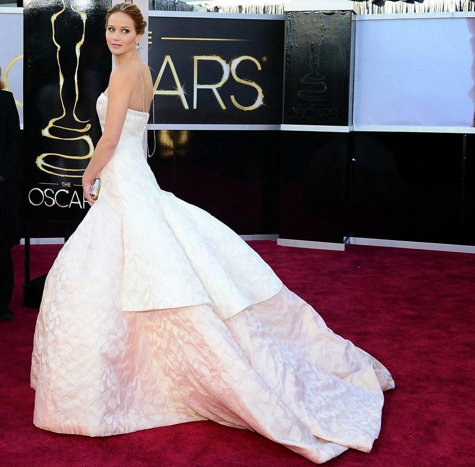 Jennifer Lawrence y Dior: idilio económico. Jennifer Lawrence vestida de Dior en los Oscar 2013