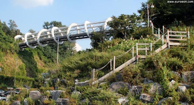 Puente de oruga en Seocho