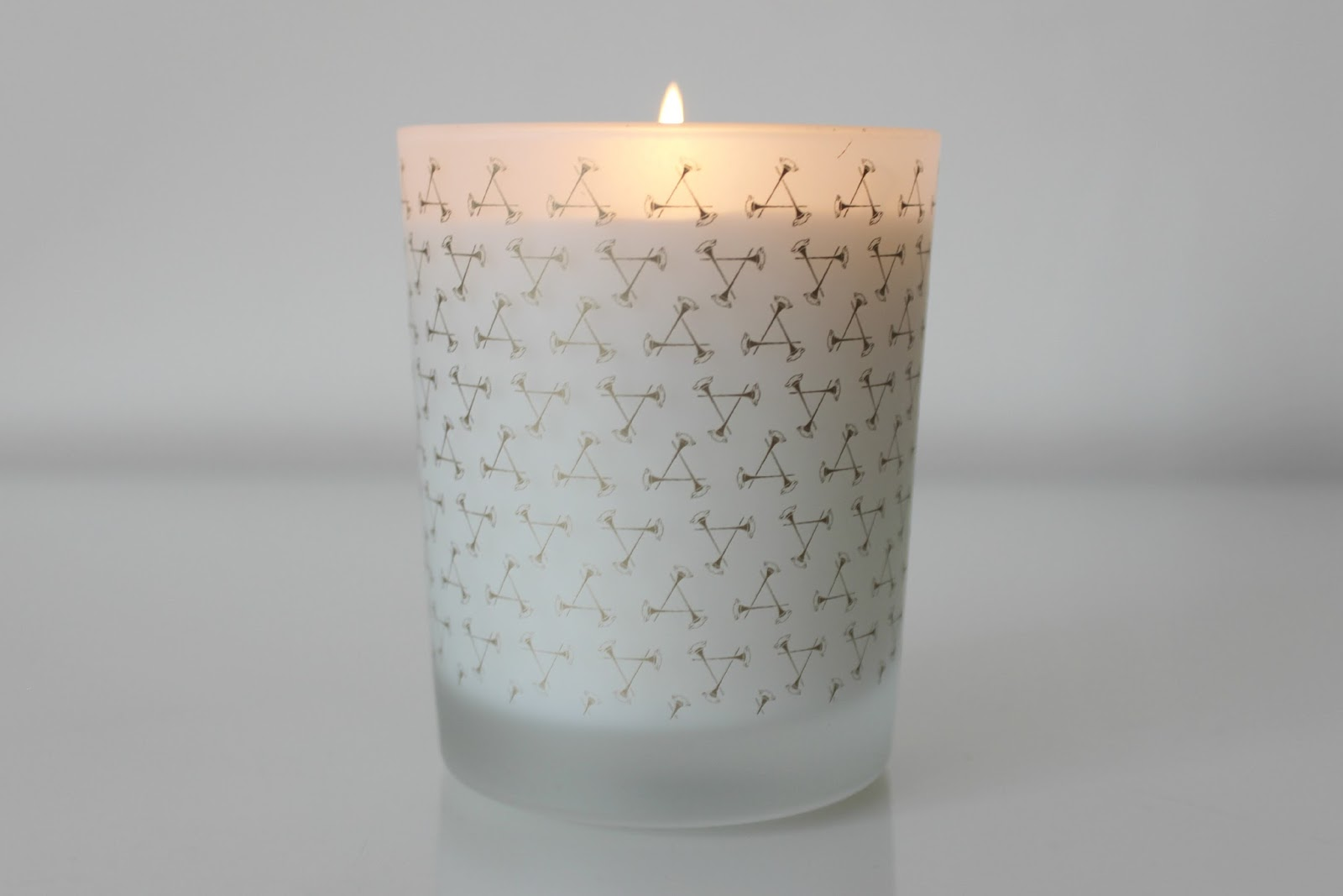 A picture of the Aromatherapy Associates Revive Candle