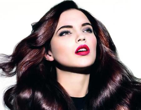 Дълга блестяща коса във вишнево-лилаво