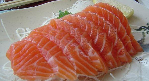 http://1.bp.blogspot.com/-6zNAwrvHn4s/TX9GDVU6IHI/AAAAAAAAENg/KO-aLWXgeTE/s1600/makan-ikan-kurangi-resiko-kebutaan-kesehatan.jpg