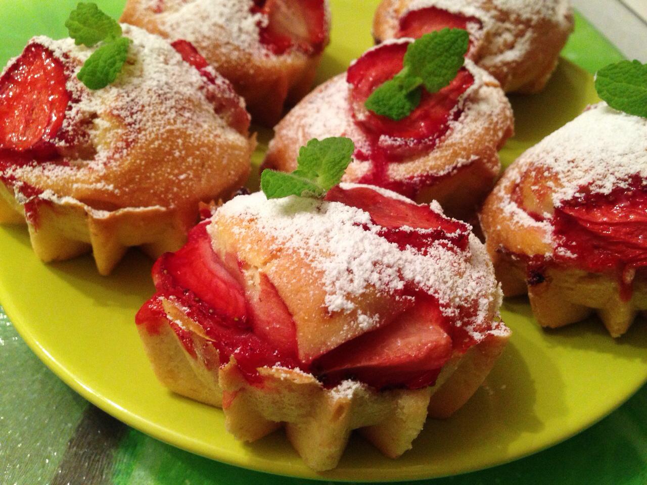 cupcakes con fresas, mufins con fresas