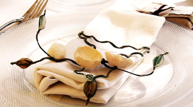 Segnaposto con fiori di carta per matrimonio eco,eco wedding paper flowers napkin ring