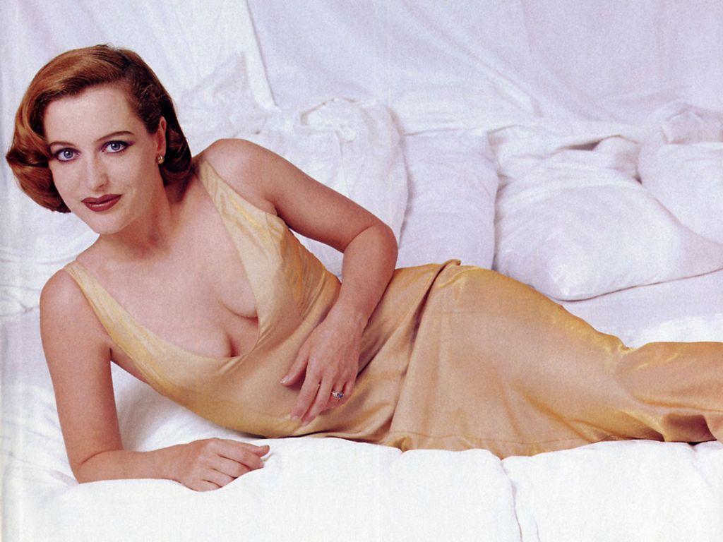http://1.bp.blogspot.com/-6zhXjs-trMA/Td4W_JT828I/AAAAAAAAPYY/2-a-as_W9HM/s1600/Gillian%2BAnderson8.JPG