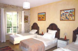 Chambre à l'étage, trois lits simples