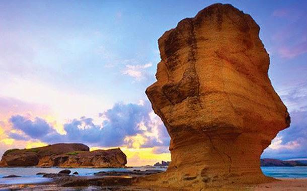 batu payung, pantai di lombok, pantai indah di lombok, tempat wisata di lombok, wisata di lombok, wisata lombok