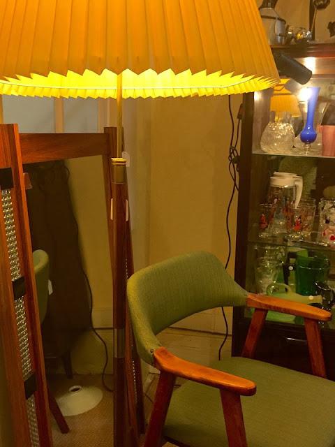 interior vintage, design nórdico, cadeira, candeeiro, vintage, loja vintage