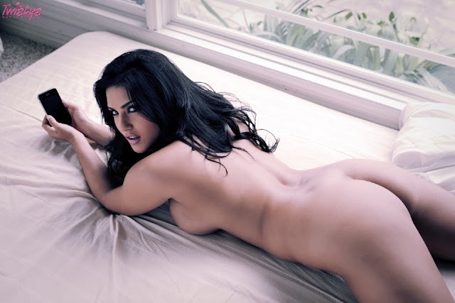 Sunny Leone  Nude Photoshoot