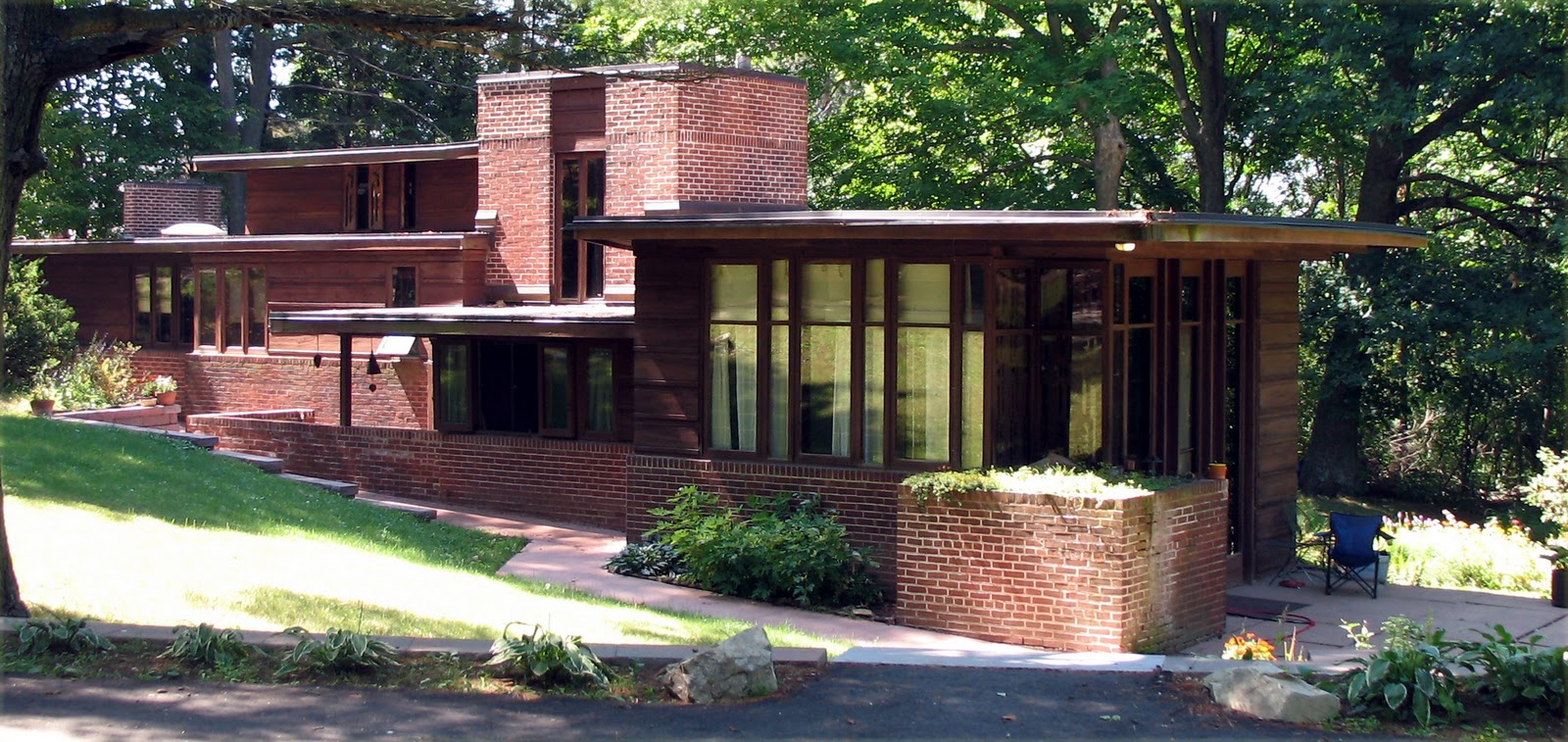 Bad blog about design architect of the week frank for Frank lloyd wright home designs