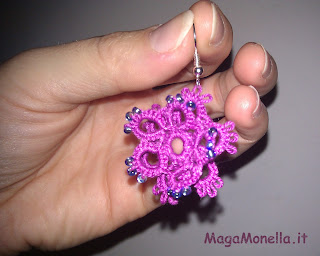 tatting earrings - Orecchini a chiacchierino a forma di fiore con perline