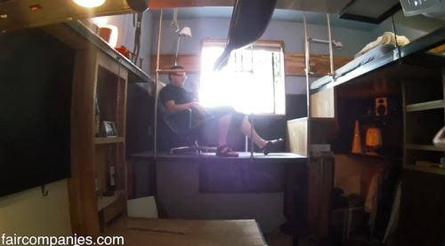 06-Seating-Area-Micro-Apartment-182-Square-Feet-17m²-Steve-Sauer-American-Engineer-www-designstack-co