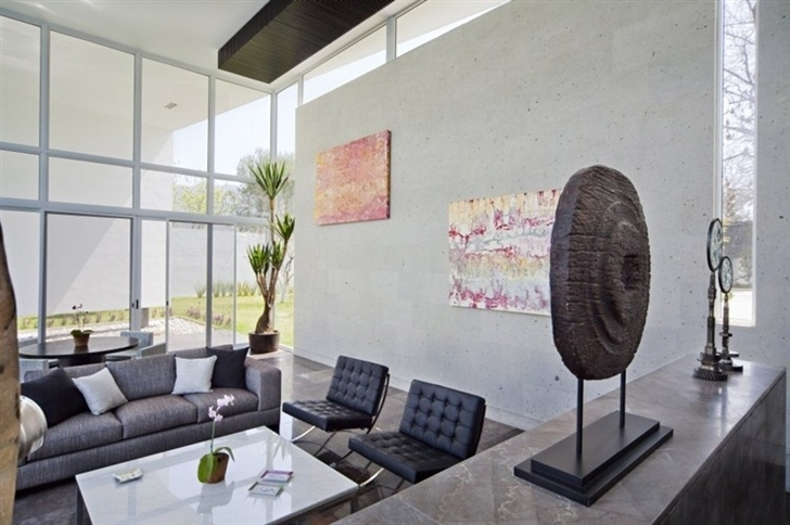 Modern living room in Beautiful white house by 7xa Taller de Arquitectura
