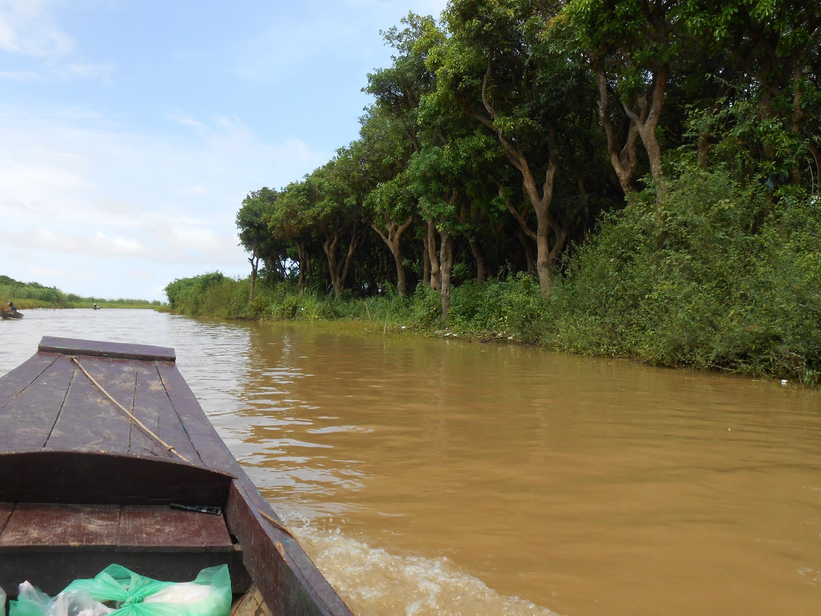 Ethen Approached Beautiful Tonle Sap The Contrast Of Blue Sky And
