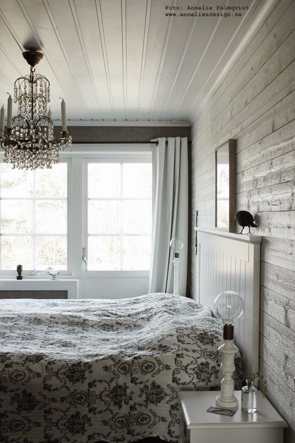 mörkläggningsgardin, mörkläggningsgardiner, gardin sovrum, gardiner i sovrummet, sängbord, vitt, vit, vita, panel, fönster, balkongdörr, balkong, balkonger, marmor lampa, diy lampa,